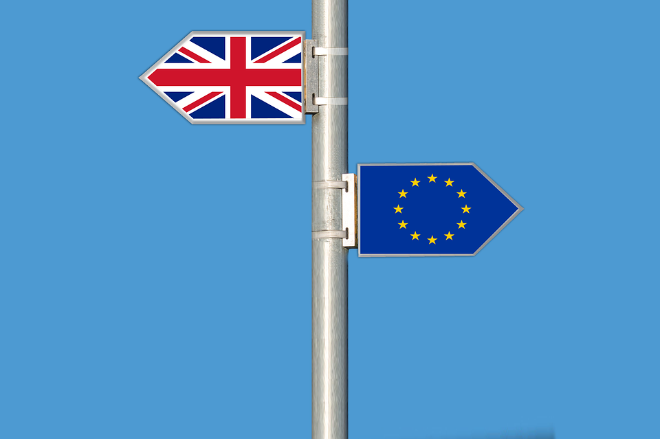 British and European flag on a pole pointing in opposite directions after Brexit
