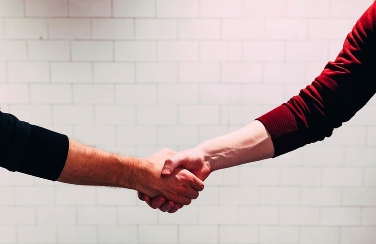 People shaking hands after choosing a translation agency