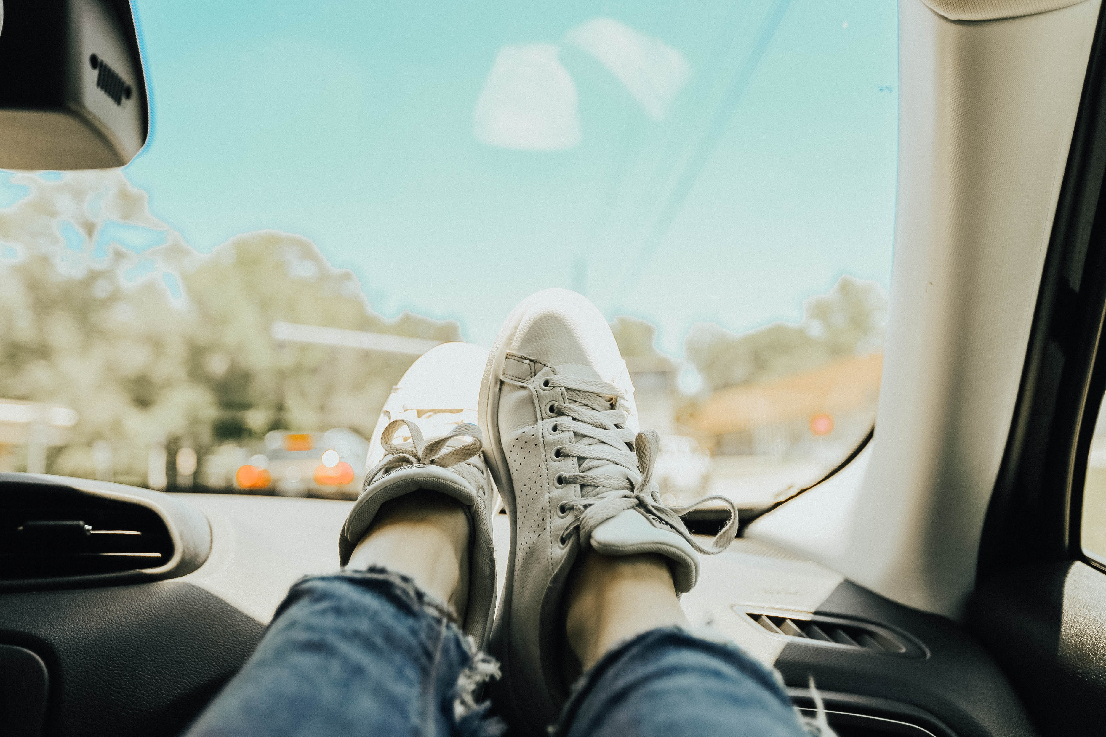 Picture of person with their feet up on a car dashboard, relating to one of the world's untranslatable words: Fahrvergnügen